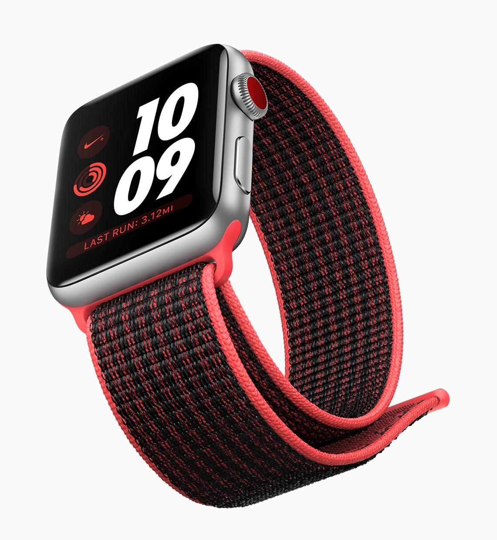 Apple Watch Series 3 com pulseira esportiva vermelha