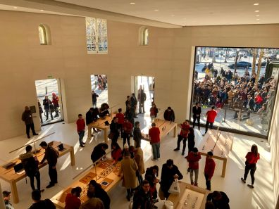 Mais fotos da Apple Champs-Élysées
