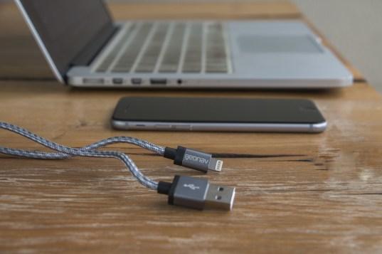Cabo metálico Lightning/USB, da Geonav