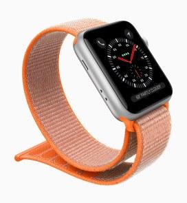 Apple Watch Series 3 com pulseira esportiva laranja