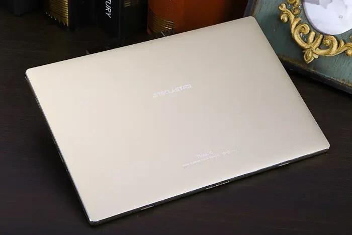 teclast-tbook-10-desk-back