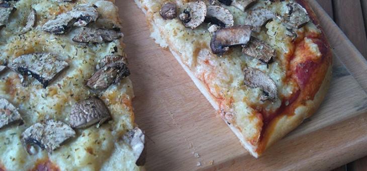 Pizza végane champignons et fauxmage