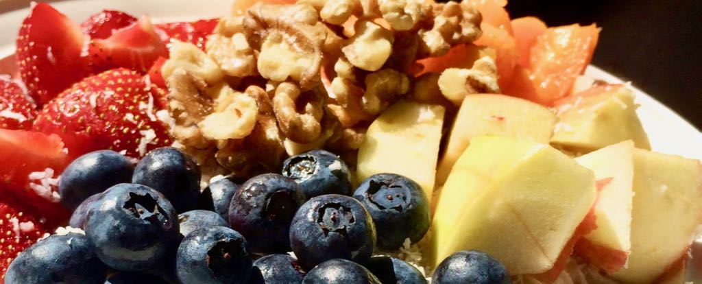About Macrobiotics Online Porridge with fresh fruit