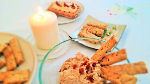 Paté de tofu y crackers caseras