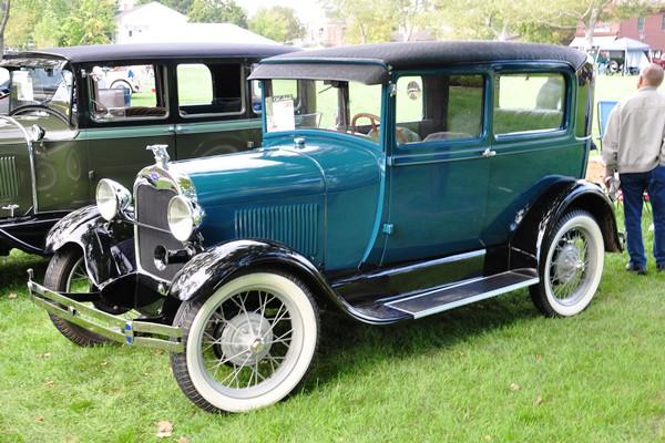 1928 Ford Tudor Sedan blue