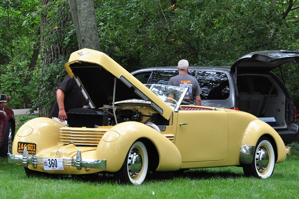1937 Cord 812 Cabriolet hood up