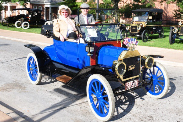 Brent and Nancy Mize 1913 Ford Model T Runabout