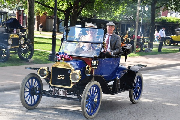 Brent and Nancy Mize 1913 Ford Model T Runabout lf