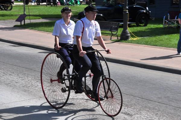 Tandem tricycle