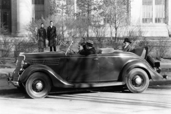 1935 Ford Roadster rumble seat