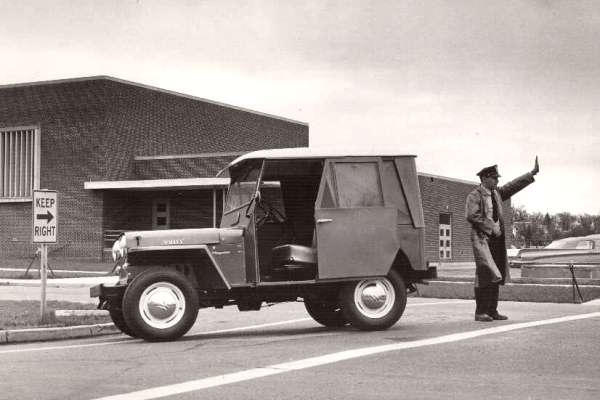 Willys Jeep DJ-3A Dispatcher with metal top