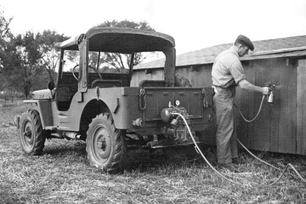 Willys Jeep paint spraying