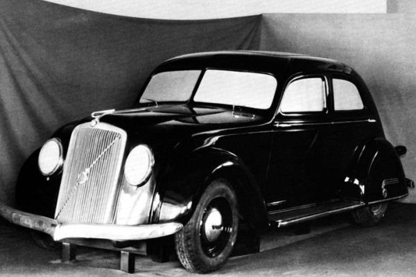 1934 Volvo PV36 wood model