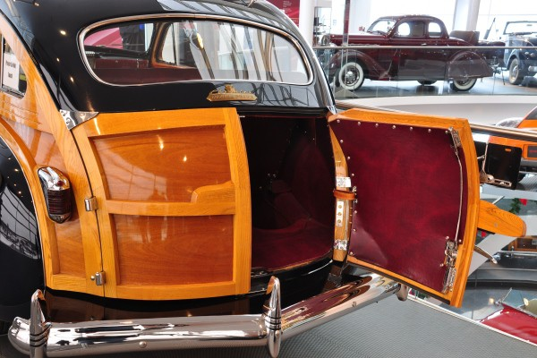 1941 Chrysler Town & Country Barrelback tailgate doors