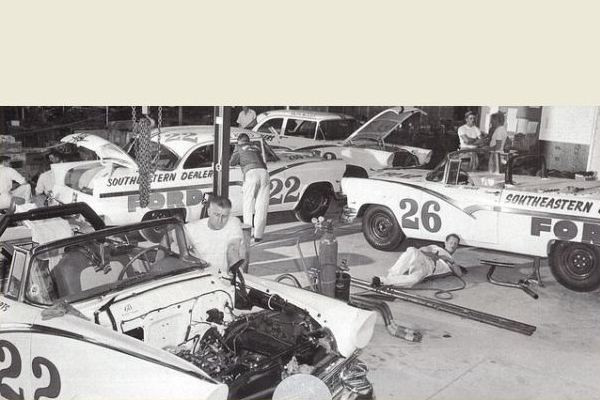 Ford Pete Depaolo Racing team 1956