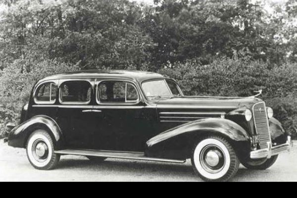 1936 Cadillac 85 Fleetwood Imperrial Sedan