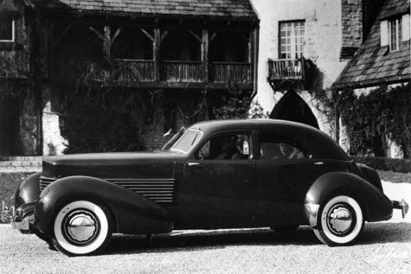 1936 Cord 810 Berline Sedan