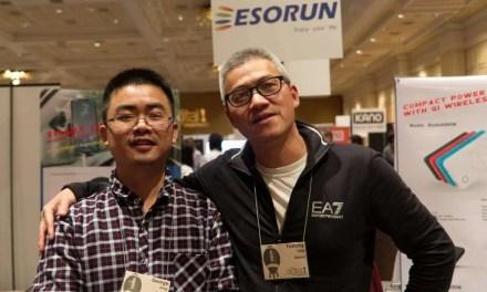 ESORUN Smart Car Mount: Wireless Qi Charging with Motorized Phone Grip.