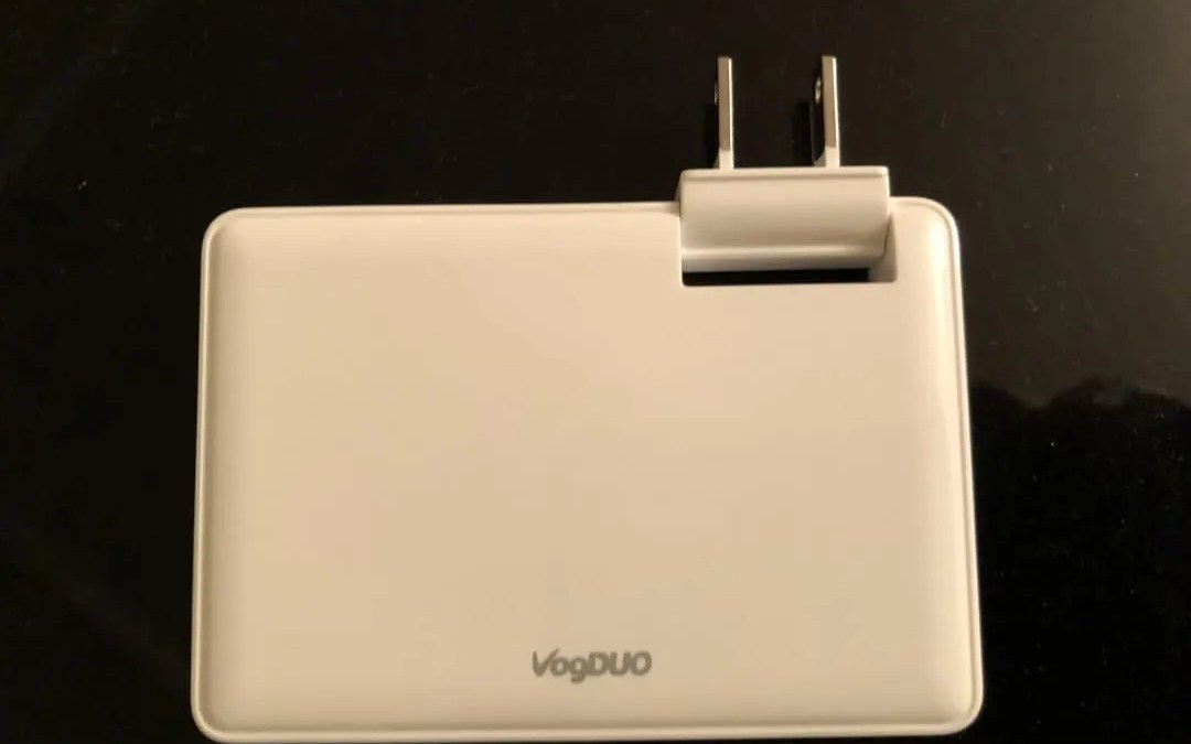 VogDUO 30W Wall Charger REVIEW Use Your Outlet Space Wisely