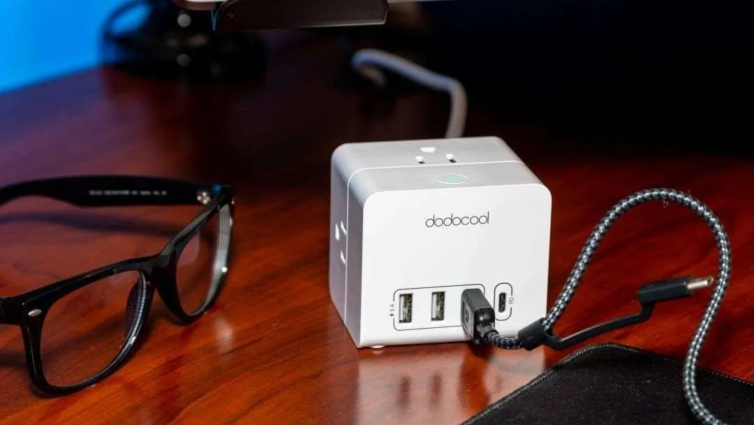 dodocool DC32 Smart 3-outlet 4-port USB Power Strip REVIEW