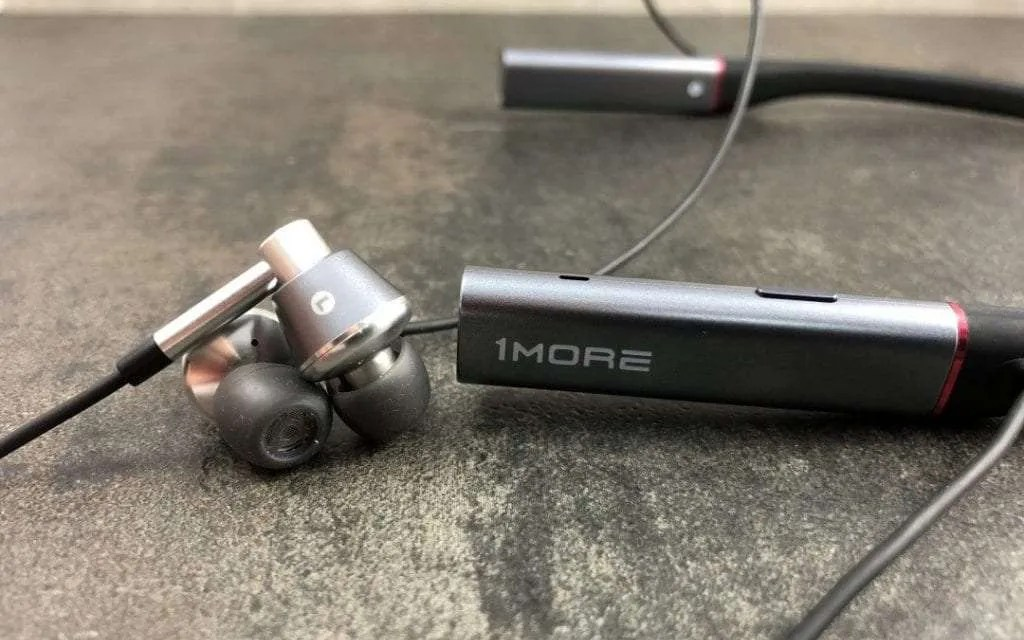 1MORE Triple Driver BT In-Ear Headphones REVIEW Bluetooth connection with Corded Sound