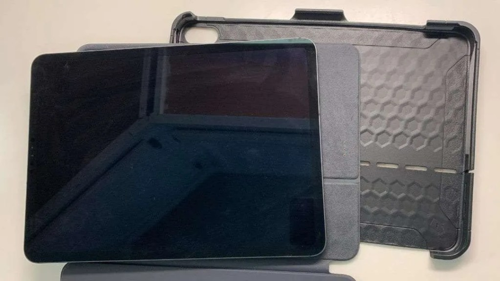 UAG Scout Series Case for iPad Pro 11-Inch and Smart Keyboard Folio REVIEW