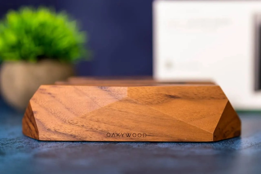 Oakywood Dual Vertical Laptop Stand