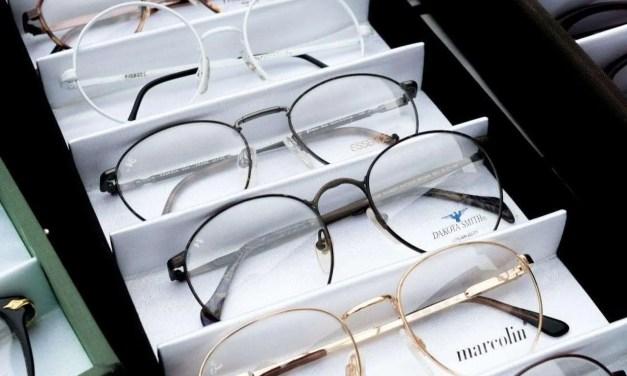 How do I know if I need eyeglasses?