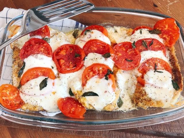 Escalopes à la milanaise, gratinées à la tomate et Mozzarella