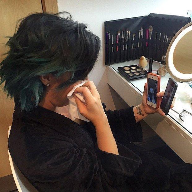 Demi-Lovato-got-emotional-while-FaceTiming-her-family