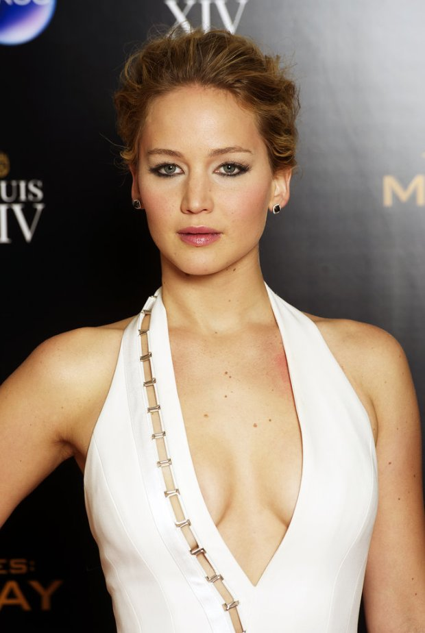 Jennifer-Lawrence-Mockingjay-Part-1-World-Premiere-2