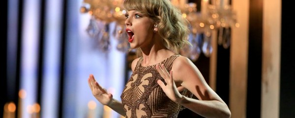Taylor-Swift-AMAs-American-Music-Awards-Blank-Space-2014-600x450
