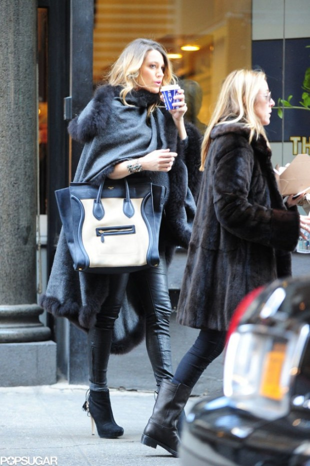 Blake-Lively-Pregnant-Walking-Through-NYC-Pictures-3