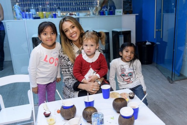 Drew-Barrymore-Daughters-Jessica-Alba-Holiday-Event-10
