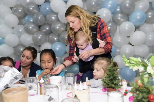 Drew-Barrymore-Daughters-Jessica-Alba-Holiday-Event-7