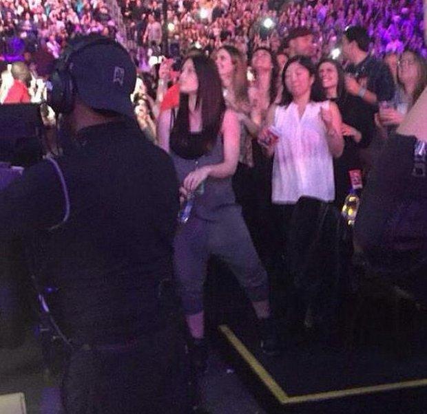 Jessica-Biel-Baby-Bump-Justin-Timberlake-Concert-2
