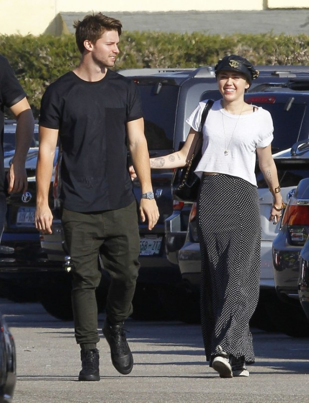 Miley-Cyrus-Patrick-Schwarzenegger-Show-PDA-Pictures-3
