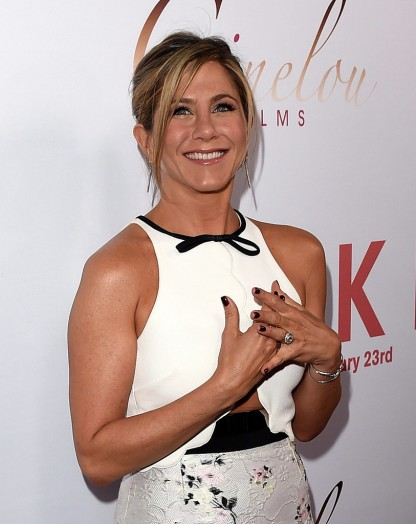 Jennifer-Aniston-LA-Premiere-Cake-Pictures1