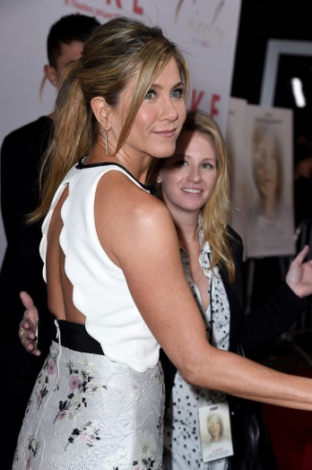 Jennifer-Aniston-LA-Premiere-Cake-Pictures3