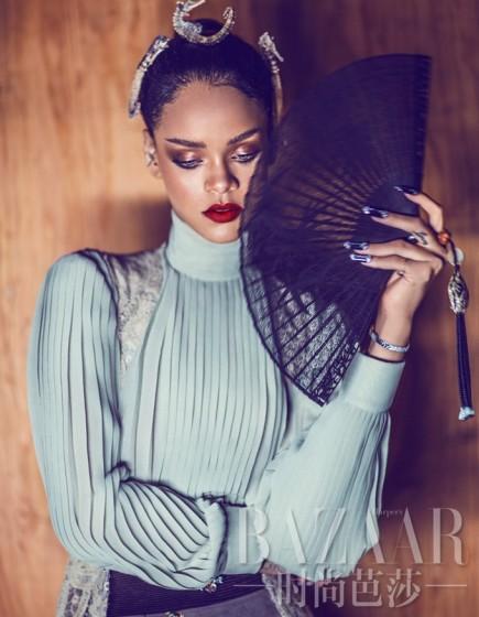 Rihanna-HB-China-3-435x560