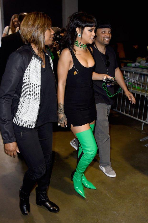 Rihanna-iHeart-Radio-Music-Awards-2015-3
