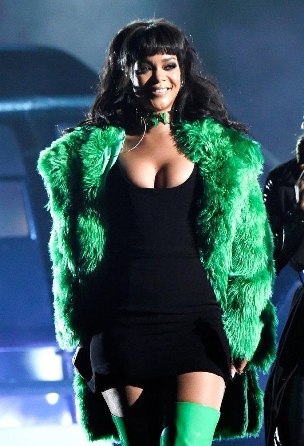 Rihanna-iHeart-Radio-Music-Awards-2015-4
