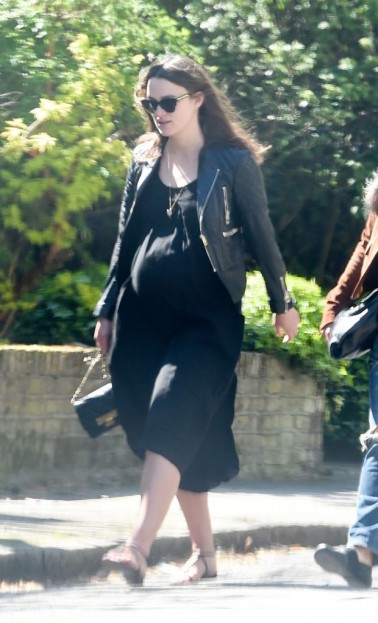 EXCLUSIVE: INF - A Very Pregnant Keira Knightley Heads To Lunch With Her Mom & Husband In London