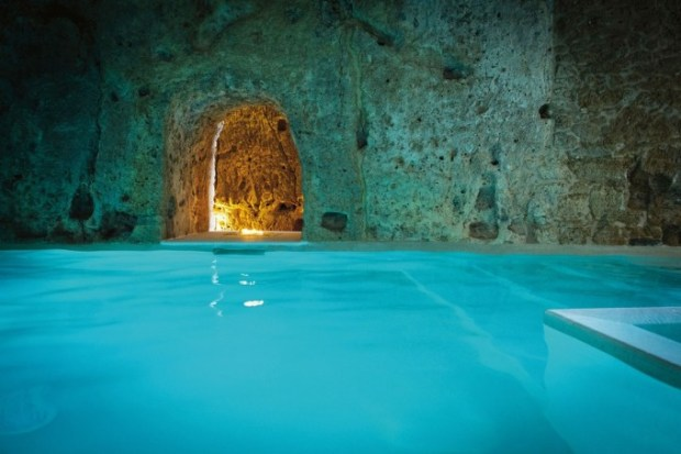 domus-civita-swimming-pool-civita-di-bagnoregio-italy-conde-nast-traveller-17dec14-pr_1080x720