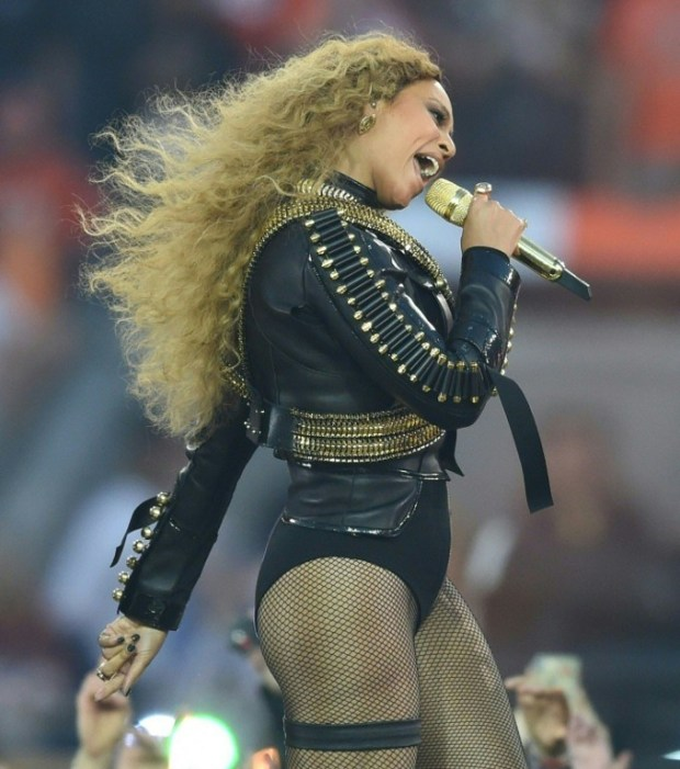 Beyonce performs during Super Bowl 50 between the Carolina Panthers and the Denver Broncos at Levi's Stadium in Santa Clara, California, on February 7, 2016. / AFP / TIMOTHY A. CLARY