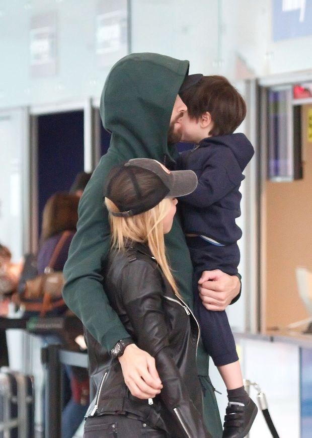EXCLUSIVE: **NO WEB** Shakira is welcomed in Barcelona by Gerard Pique and children as she arrives from Miami.