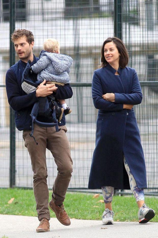 Ο Jamie Dornan με τη σύζυγό του Amelia Warner και την 2 ετών κόρη τους.