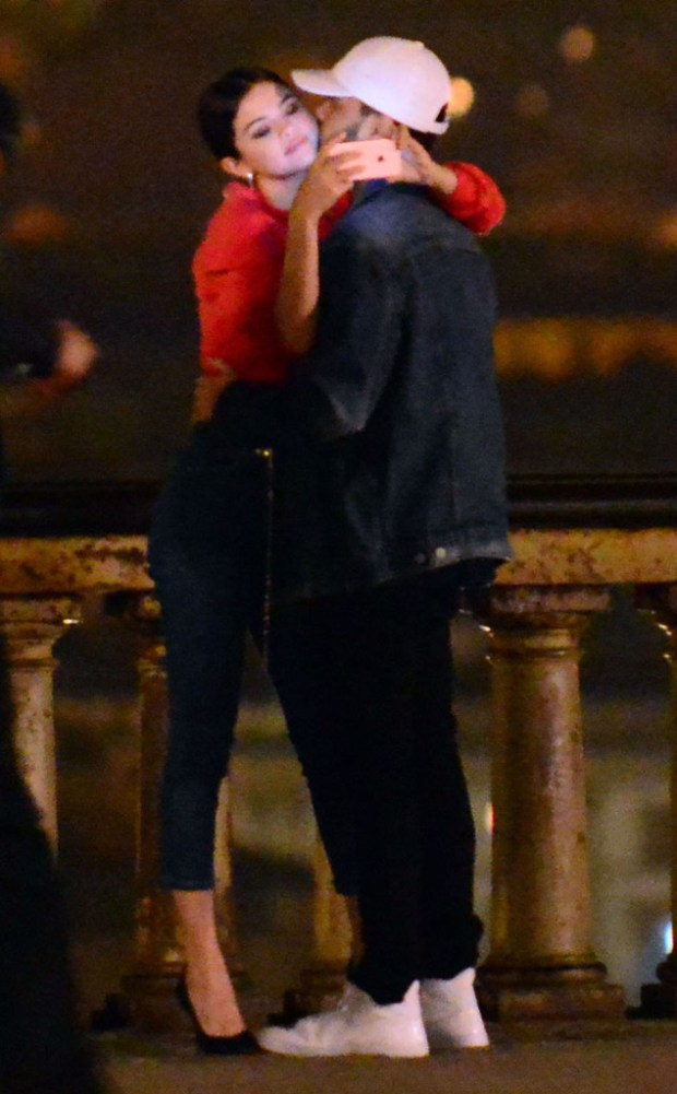 rs_634x1024-170130112700-634.Selena-Gomez-The-Weeknd-Kissing-Italy-JR-013017