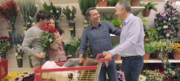 Τα Jumbo κυκλοφορούν την πρώτη ελληνική διαφήμιση με gay ζευγάρι
