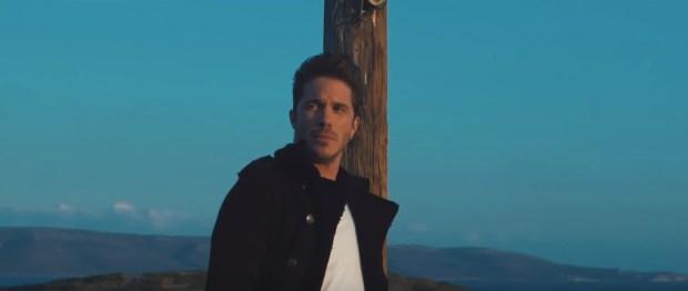νέο single και video clip του Νίκου Οικονομόπουλου